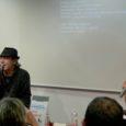 """Il cantante bolognese è stato ospite in Fnac a Verona per parlare del suo ultimo album: """"Senza titolo""""."""
