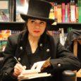"""""""Uccidere il padre"""": questo il titolo dell'ultima opera di Amelie Nothomb, scrittrice belga di successo che ha presentato l'opera alla Feltrinelli di Verona. Il romanzo parla di magia e del mito di Edipo, ambientato negli Usa tra i bar di Reno, i casinò di Las Vegas e il Burning Man, il festival più folle degli Stati Uniti."""