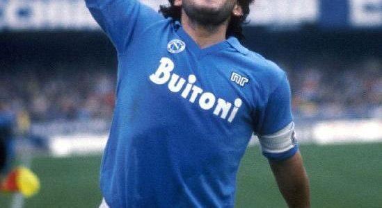"""Choc a Napoli per la morte di Diego Armando Maradona. Il Sindaco di Napoli Luigi de Magistris ha proclamato illutto cittadino e annuncia:""""Intitoliamo lo Stadio San Paolo a Diego Armando […]"""